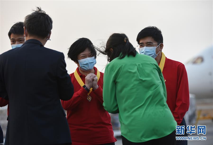 (国际疫情·图文互动)(6)委内瑞拉政府为中国医疗专家组全体成员授勋