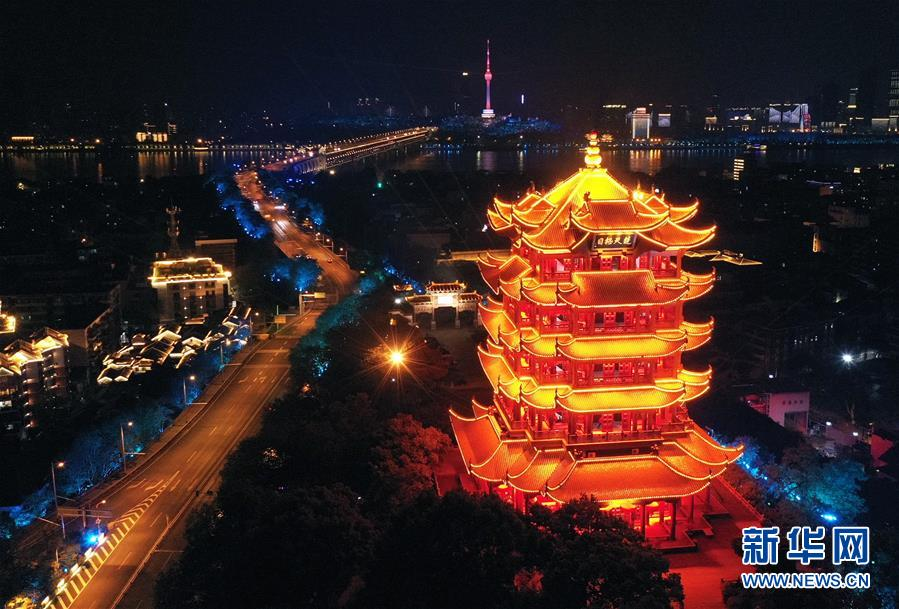 (新華全媒頭條·圖文互動)(1)鐘華論:在民族復興的歷史豐碑上——2020中國抗疫記